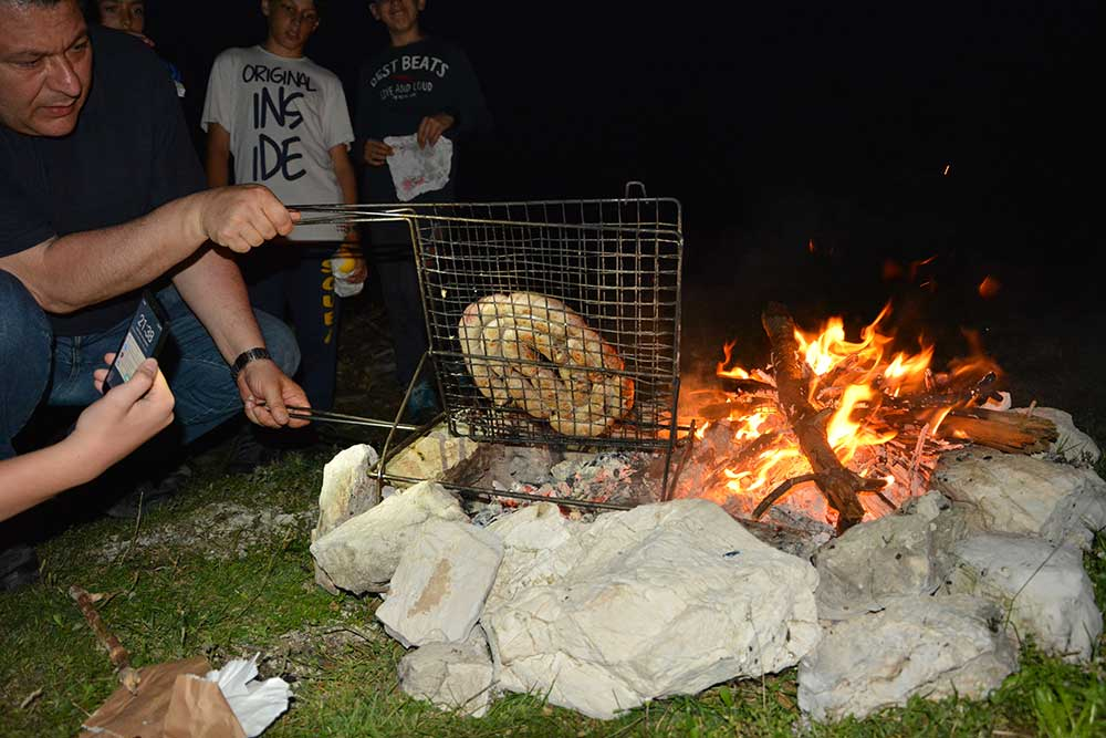 Preparativi per la cena sotto le stelle