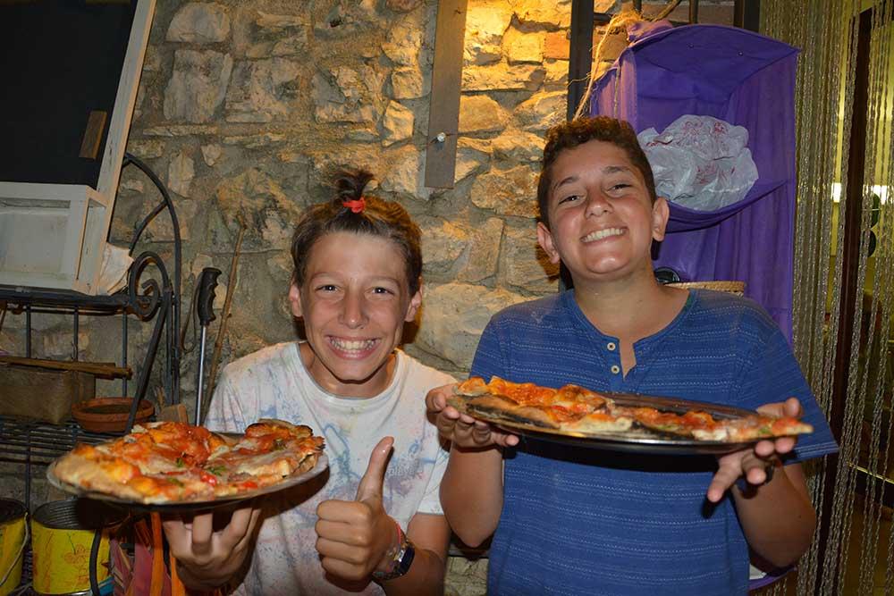 Pizze in festa quando il campeggio finisce