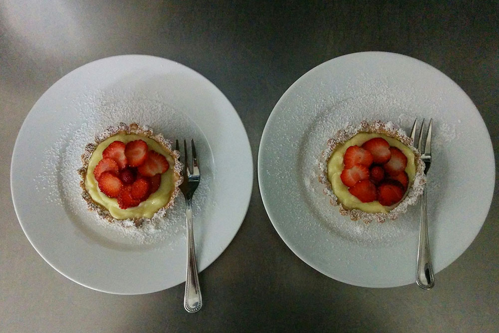 Crostatine con crema e fragole